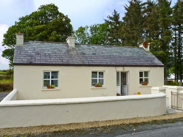WEAVERS COTTAGE, pet friendly, country holiday cottage, with a garden in Mountcharles, County Donegal, Ref 9820 - Image 1 - Frosses - rentals
