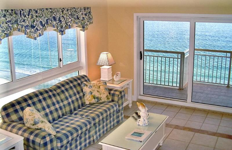 Living room, deck, and view of Gulf of Mexico - Gulf Front! Huge Destin Towers 2BR, French Decor! - Destin - rentals