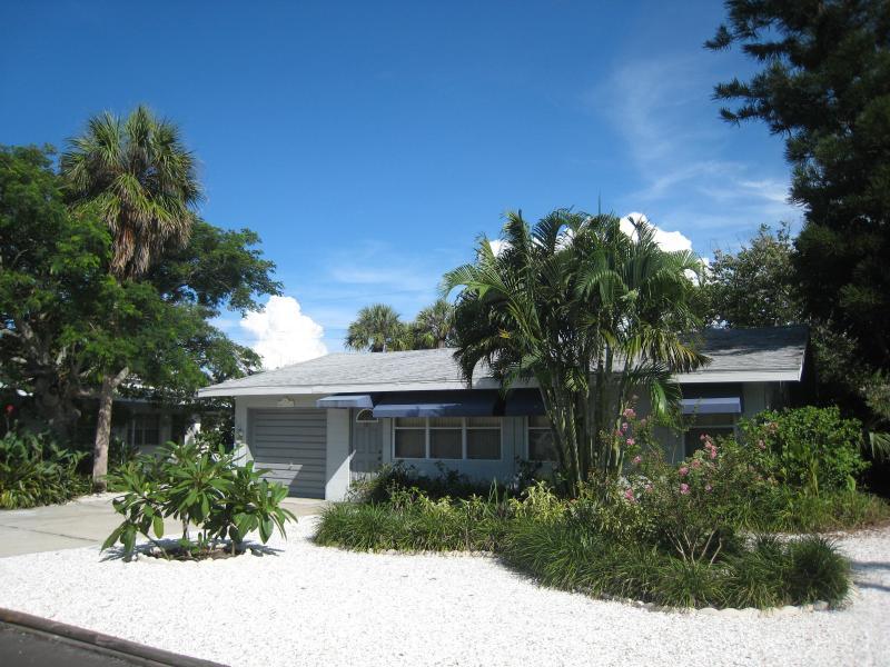 Front of house - Anna Maria Island beach house 250 ft to Gulf beach - Holmes Beach - rentals