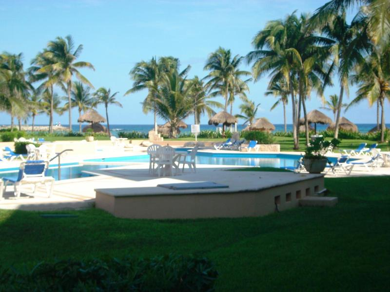View to beach and ocean - 2 BR GROUNDFLOOR BEACH VDM POOL WIFI EXTRA BEDS - Puerto Aventuras - rentals