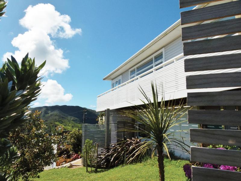 Studio with a view... - Dancing Green Studio Apartment - Wellington - rentals