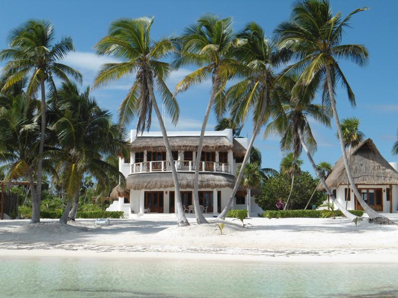 Beauty and tranquility with the Caribbean Sea right in front of you!! - - Secluded Luxury Villa with Wide Private Beachfront - Majahual - rentals