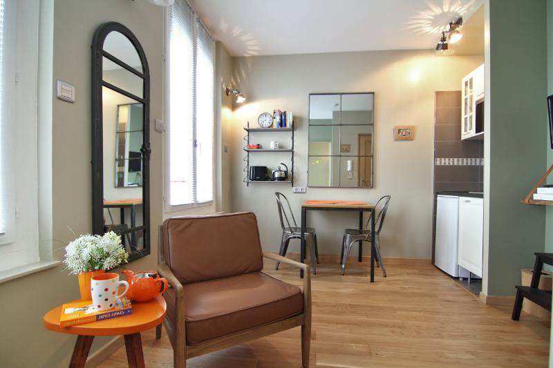 One bedroom-Reve Orange - Luxury Designer Bed and Breakfast at Maison Zen - Paris - rentals