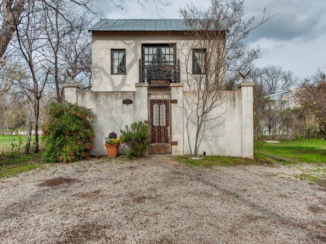 Austin Street Retreat - El Jefe's Casa - Image 1 - Fredericksburg - rentals