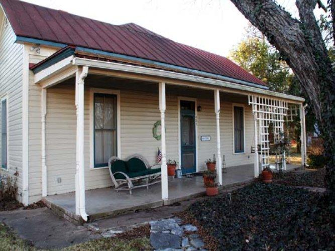 Oma Rosa's - Image 1 - Fredericksburg - rentals