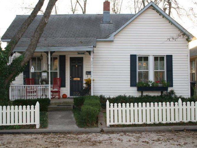 Honeysuckle and Roses - Image 1 - Fredericksburg - rentals