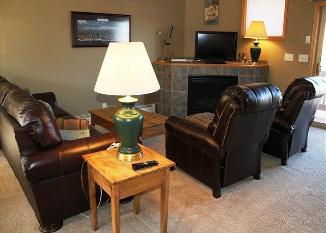 MR48 Pleasing Townhouse with Fireplace, single Garage, Private Laundry, wifi - Image 1 - Silverthorne - rentals