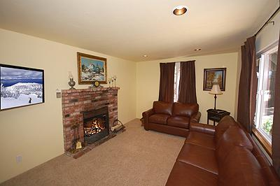 Living Room - 1140 Long Valley Avenue - South Lake Tahoe - rentals