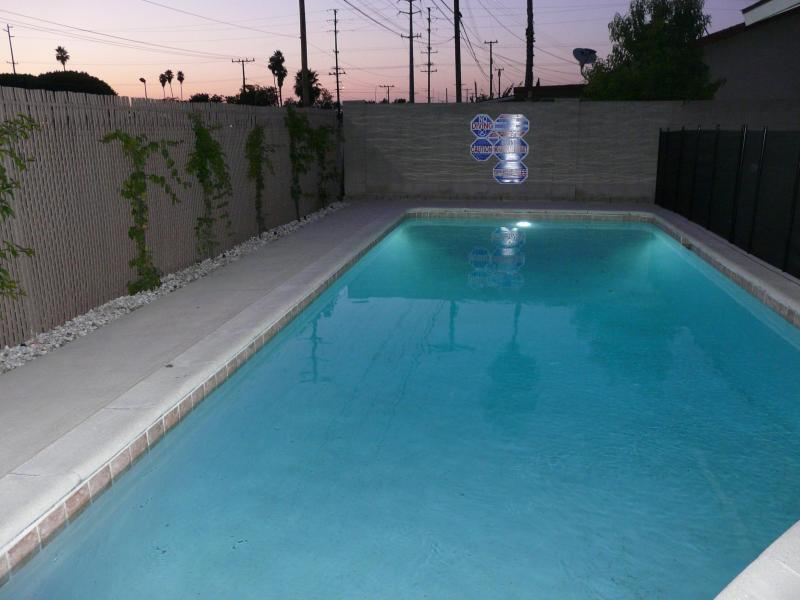Private heated swimming pool with child safety fence - Hampstead House at Anaheim Disneyland .25mile dsny - Anaheim - rentals