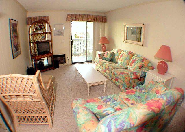eachwood Place 1E Living Room - Beachwood 1E - Oceanside One Level Condo - Hilton Head - rentals