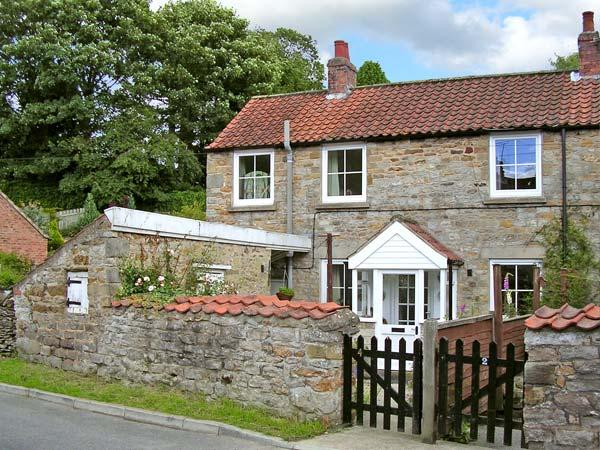 POUND COTTAGE, romantic, character holiday cottage in Kirkbymoorside, Ref 8501 - Image 1 - Kirkbymoorside - rentals
