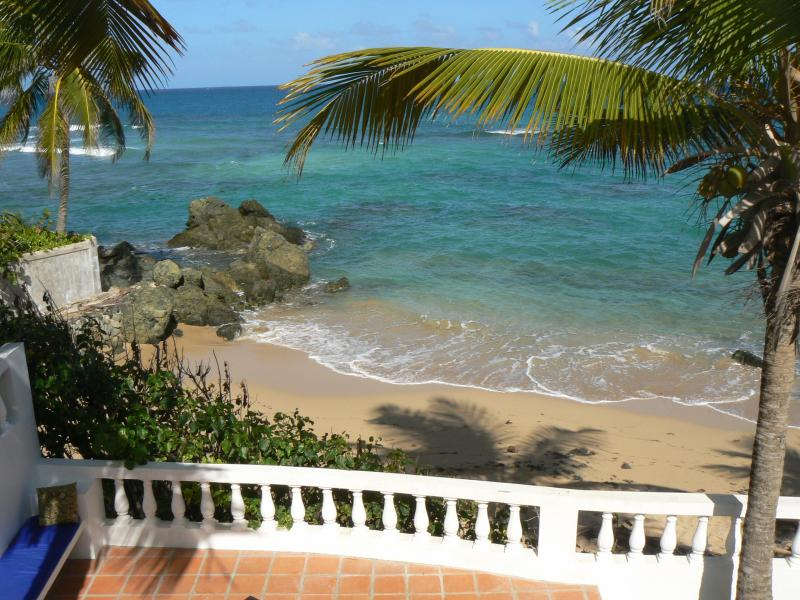 the ocean is a stone's throw away! - Los Cocos Vieques, Beachfront Casa, prime location - Isla de Vieques - rentals