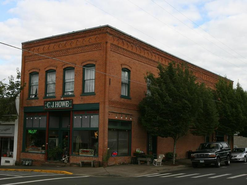 Historic C.J. Howe Building Vacation Rental, Brownsville Oregon - CJ Howe Building Loft - Book Girls Weekend Today! - Brownsville - rentals
