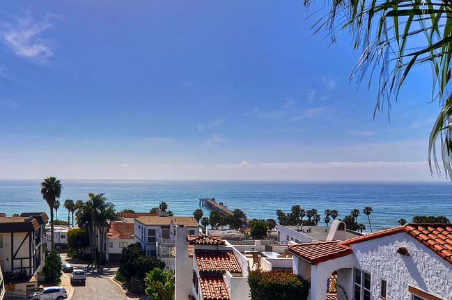 Incredible ocean and pier views from top deck - Ocean View Beach Cottage! 1 block to beach/pier! - San Clemente - rentals