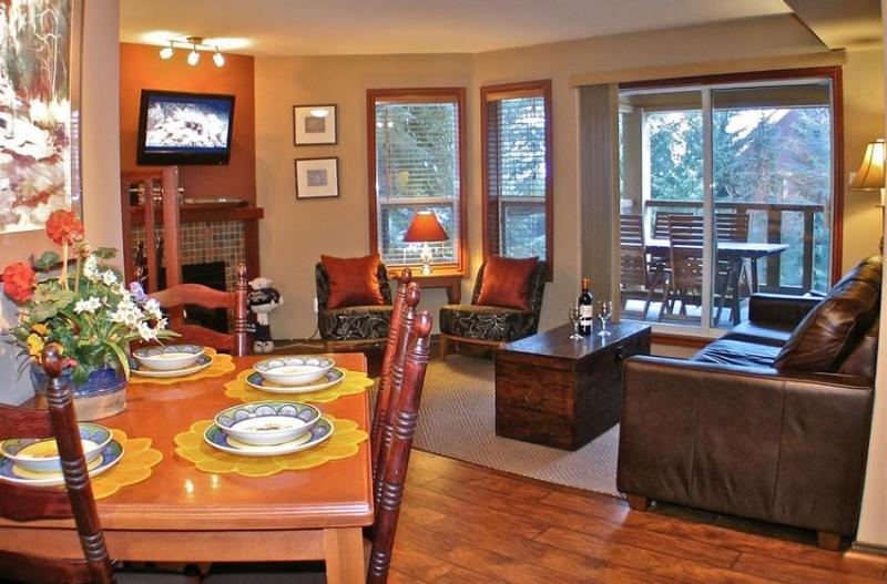 Spacious living room with a fireplace, flat screen TV and DVD collection for relaxing evenings after a day in the mountain - Paradise in Whistler Village - Whistler - rentals