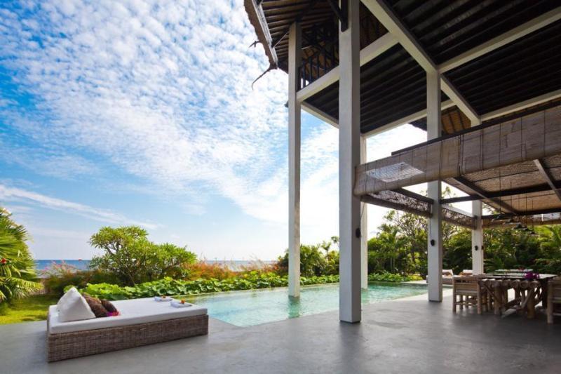 Beach villa Bula, Tangguwisia, Bali - Image 1 - Seririt - rentals