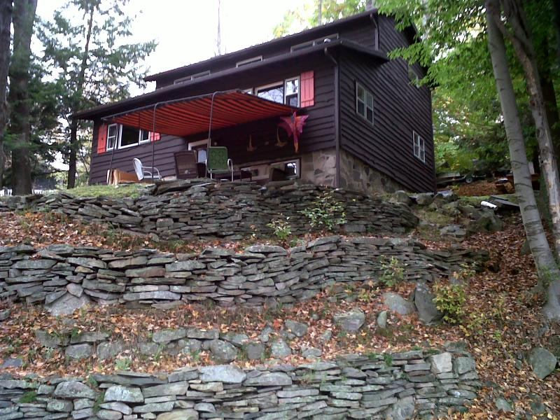 Front view in autumn - LAKE WALLENPAUPACK W/LAKE VIEW,WOOD F/P,F/PIT,WIFI - Paupack - rentals