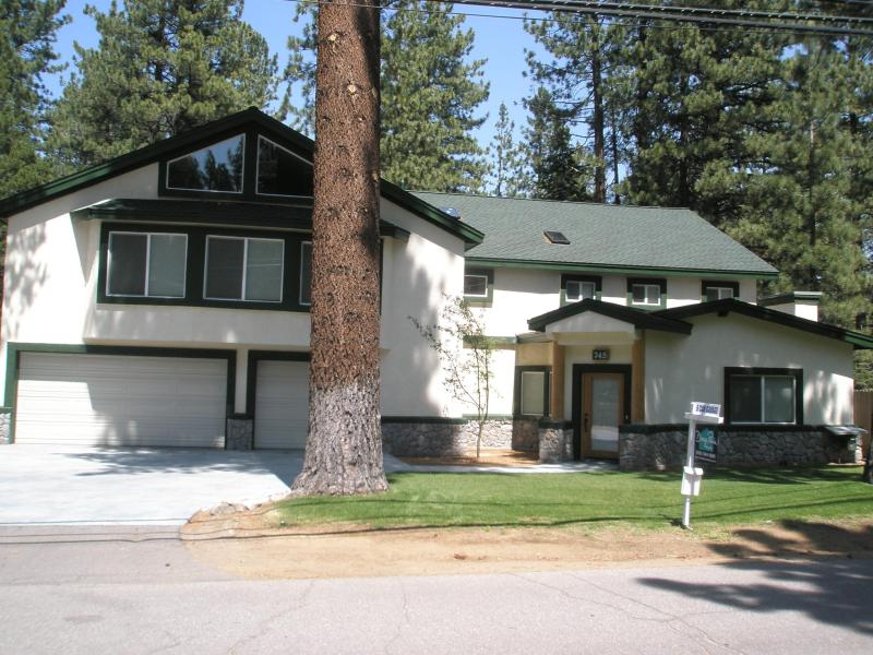 Front of home - Tahoe Mountain Elegance-Custom built-permit#005366 - South Lake Tahoe - rentals