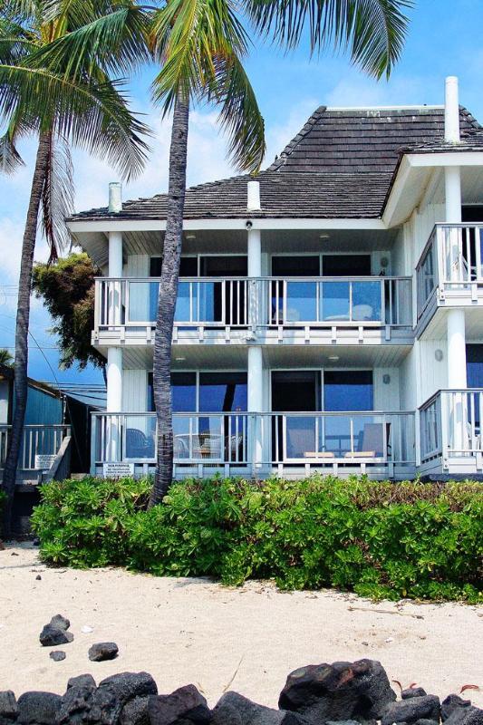 Oceanfront view of Kona Beach Retreat Kailua Kona Hawaii Vacation Rental House-- Two huge lanais!! - Full Oceanfront Home on White Sandy Beach - Kailua-Kona - rentals