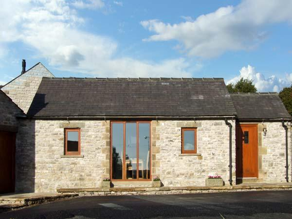 SWALLOW BARN, pet friendly, character holiday cottage, with a garden in Priestcliffe Near Bakewell, Ref 10489 - Image 1 - Bakewell - rentals