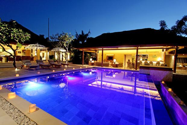 Infinity Edge Swimming Pool at Night - Villa Pantai: Luxury Beach Villa - Nusa Lembongan - Nusa Lembongan - rentals