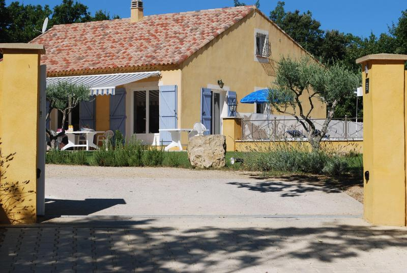 Entrance - Beautiful 4 Bedrooom House with Pool, Sleeps 8, in - Artignosc-sur-Verdon - rentals