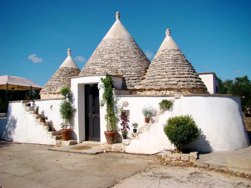 front view - Trullo della Pace, Salento, Puglia, magnificent historical trullo - San Vito dei Normanni - rentals