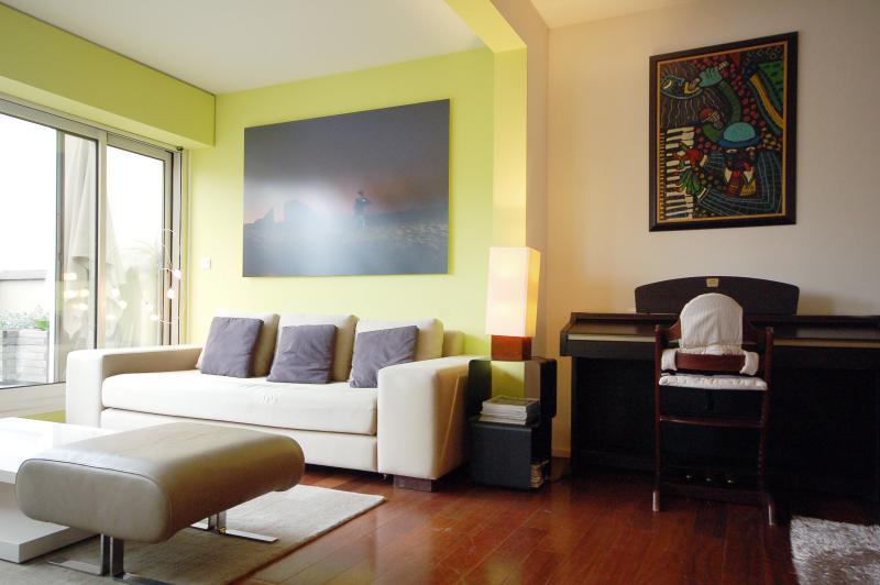 Apartment with Terrace in the Marais - Metiers - Image 1 - Paris - rentals