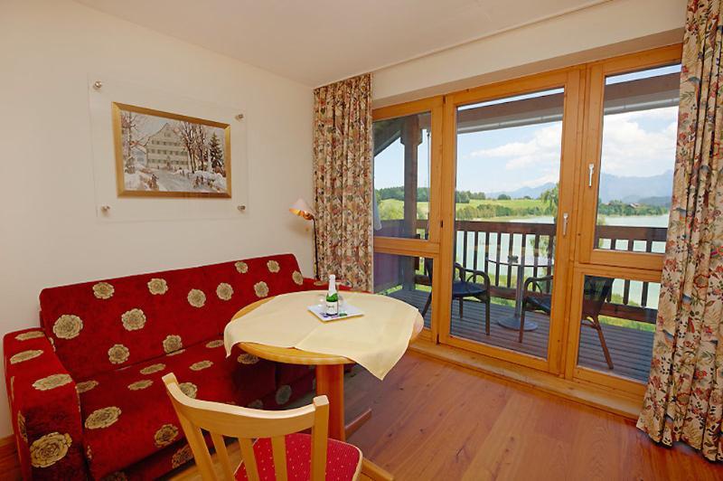 Living Room (1) - LLAG Luxury Vacation Apartment in Füssen - 258 sqft, clean, on-site activities, beautiful views lake… - Füssen - rentals