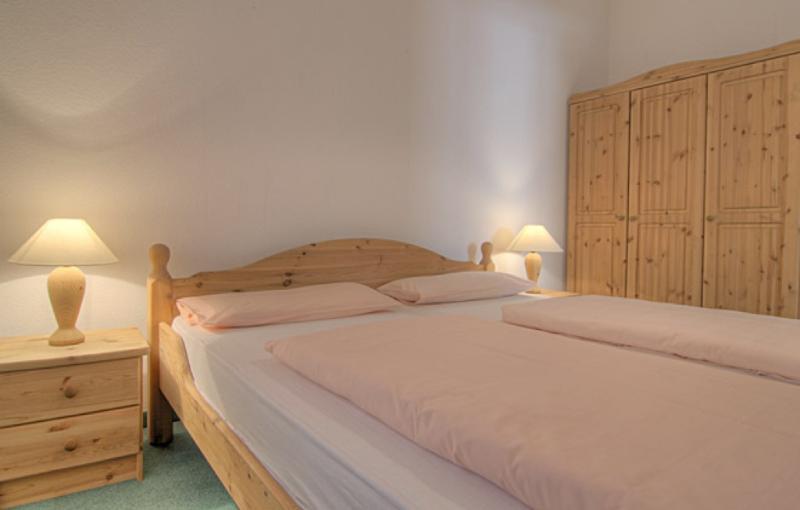 Master Bedroom (1) - Vacation Apartment in Garmisch-Partenkirchen - 807 sqft, beautiful backyard, amazing views, great location… - Garmisch-Partenkirchen - rentals