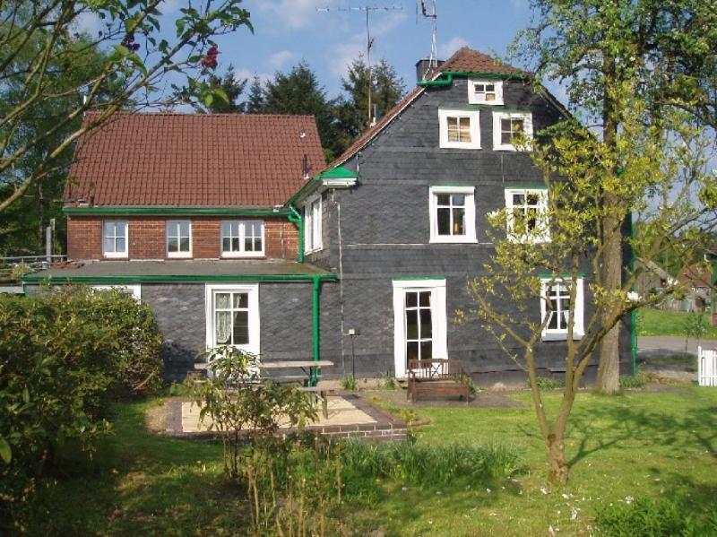 LLAG Luxury Vacation Apartment in Wermelskirchen - 1399 sqft, relaxing, elegant, quiet (# 1673) #1673 - LLAG Luxury Vacation Apartment in Wermelskirchen - 1399 sqft, relaxing, elegant, quiet (# 1673) - Wermelskirchen - rentals