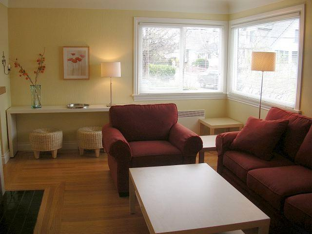 Living Room - Private Sunny House near the water and shopping - Victoria - rentals