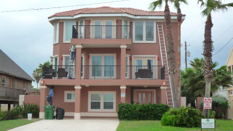Elegant and enormous with the best beachview  on the island - BEACHVIEW, 6BDRM/4BA,HEATED POOL, JACUZZI,BILLIARD - South Padre Island - rentals