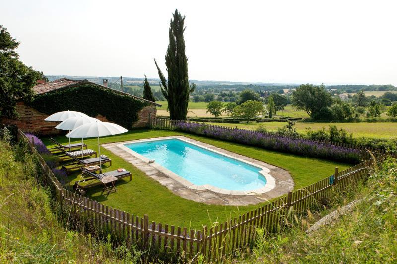 Gites pool - Hopkins gite at Chateau de Montoussel - Toulouse - rentals