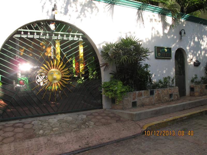 *HILHAVEN* - HILHAVEN*1 BLOCK TO THE BEACH*APT 2B*ONE BEDROOM* - Playa del Carmen - rentals