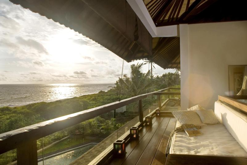 Beachfront suite balcony view - The Shore Villa. Beachfront, Breathtaking Sunsets. - Canggu - rentals