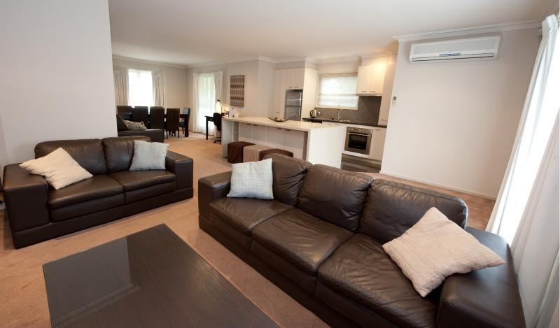 Executive Townhouse, Ballarat - Executive Townhouse on Ripon, Ballarat, sleeps 12 - Ballarat - rentals