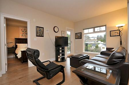 Nice open plan living. - Centrally Located Victoria 1 Bedroom Condo close to Victoria General Hospital - Victoria - rentals