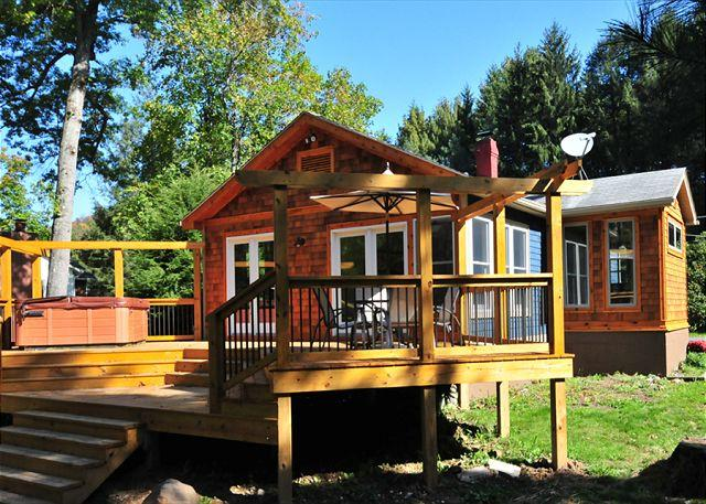 Exterior with river views - Captivating 2 Bedroom cottage with hot tub offers amazing river access! - Oakland - rentals