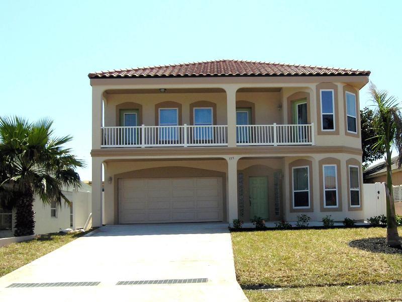 Custom built  large estate with elegant island design - 3 HOUSES TO BEACH, 6BDRM/4BA HEATED POOL, BILLIARD - South Padre Island - rentals