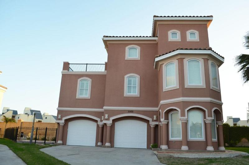 4BR/4BA,HEATED POOL, GATED COMM, 3 HOUSES TO BEACH - Image 1 - South Padre Island - rentals