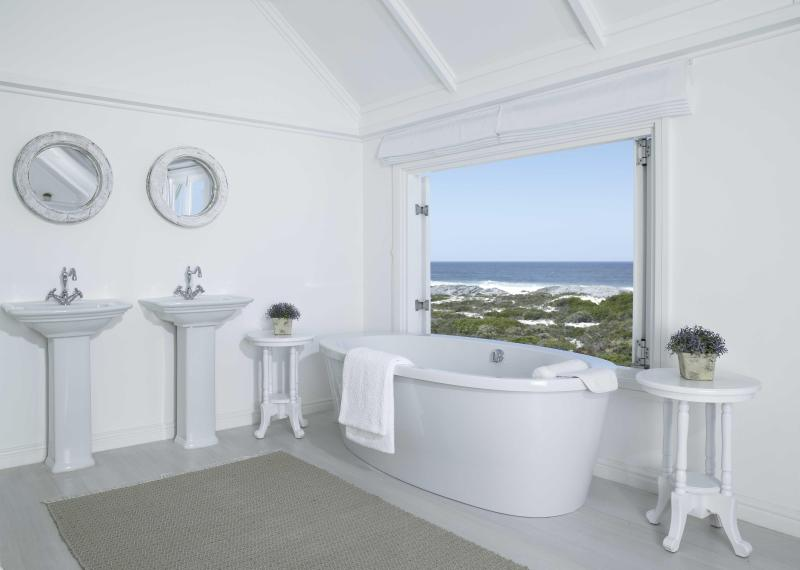 the White House Beach Villa - Image 1 - Yzerfontein - rentals