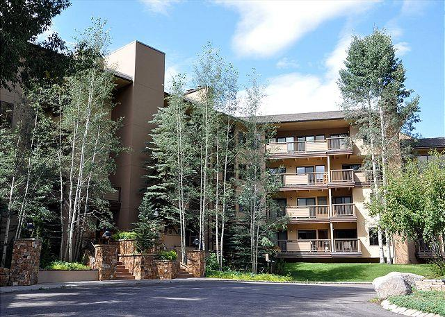 Fallridge building - Remodeled Condo on  the Vail Golf Course - Vail - rentals