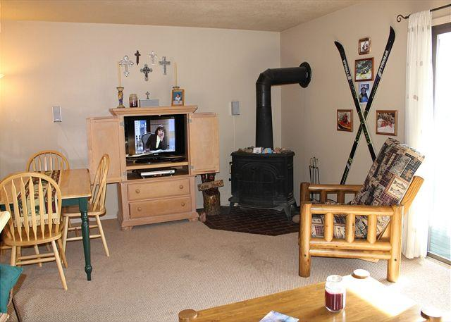 DVW306I Affordable one bedroom Condo with Fireplace, King Bed, Clubhouse - Image 1 - Dillon - rentals