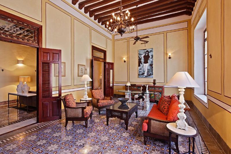 Welcome sala with lofty beamed ceiling - Luxury 4 bedroom home in amazing historic Merida - Merida - rentals
