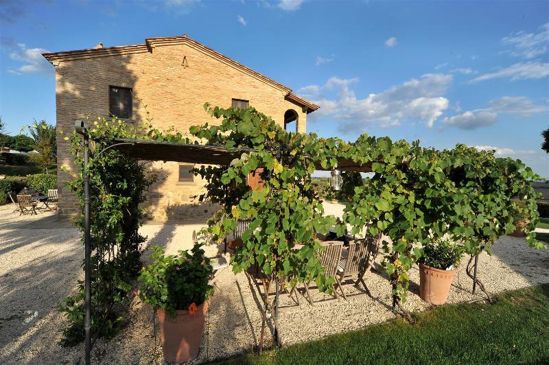 Large Villa in Tuscany for a Group - Casale del Borgo - Image 1 - Foiano Della Chiana - rentals