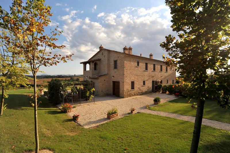 Large Tuscany Apartment in a Villa Near Town - Casale del Borgo 2 - Image 1 - Foiano Della Chiana - rentals