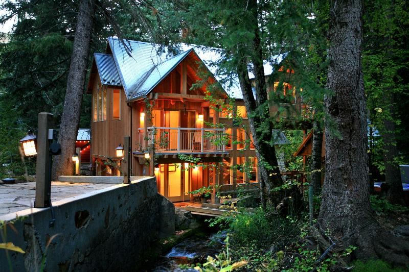 A Modern yet Woodsy Home - Stream Runs Through, Towering Firs, Beautiful View - Sundance - rentals