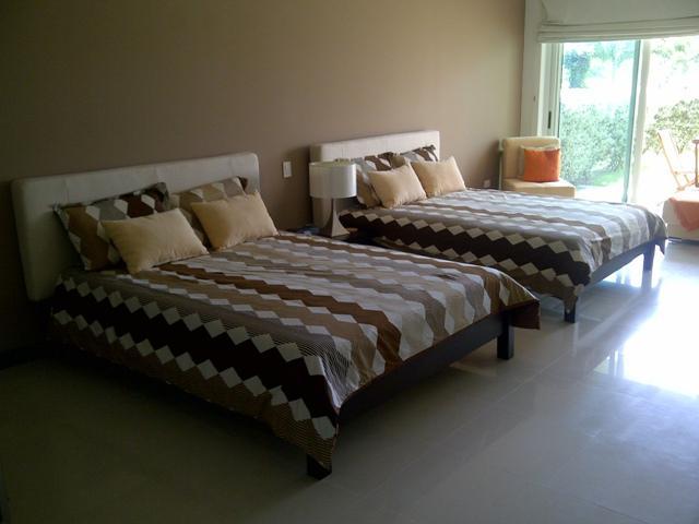 2 Queen size beds - Beach Garden Studio Condo - E124-1 - Eagle Beach - rentals