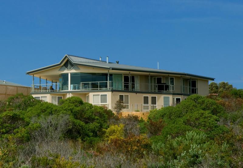 Kangaroo Island luxury - Island Beach Lodge - Image 1 - American River - rentals